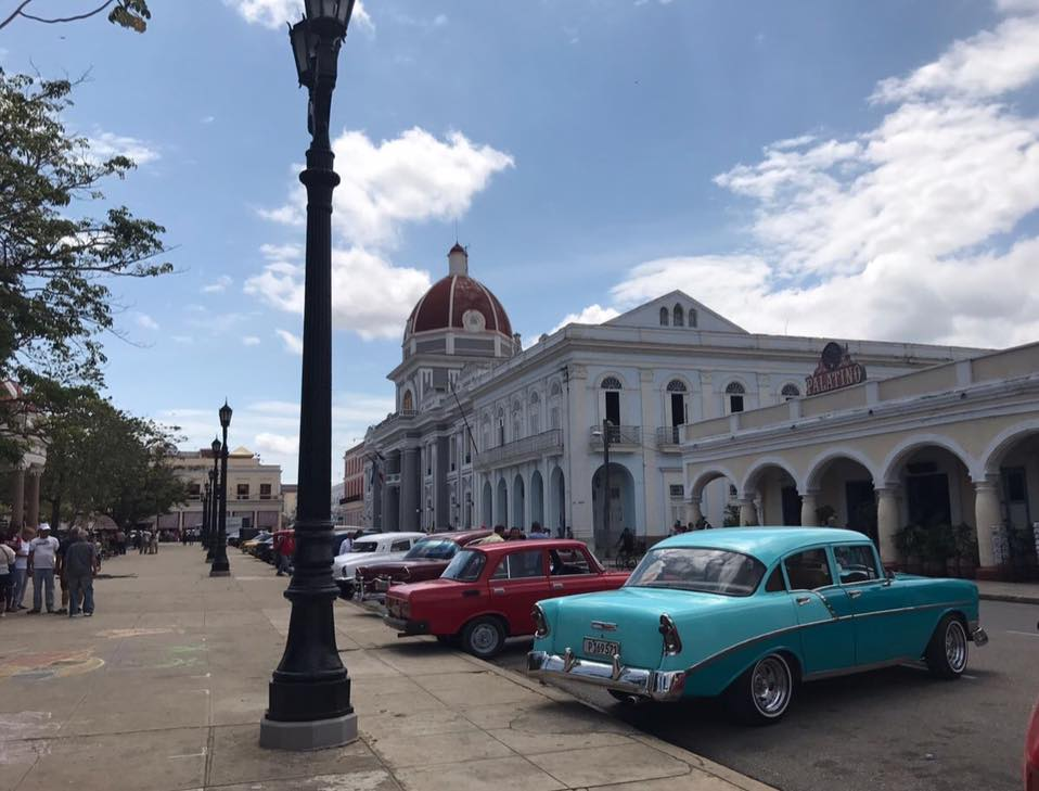 cienfuegos carros historicos and Chevrolet 1956 of Relais Italia